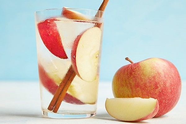Apple Cinnamon Detox H2O
