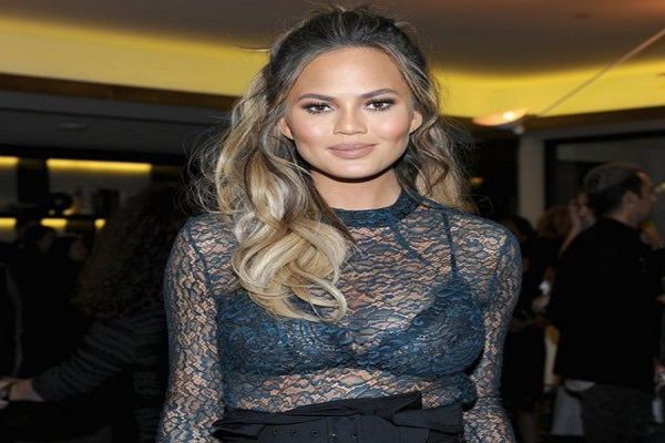 Chrissy Teigen's vintage outfit for a classic