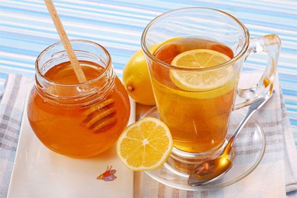 Honey and lemon tea